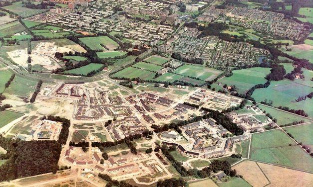 Een luchtfoto van Helmerhoek zuid
