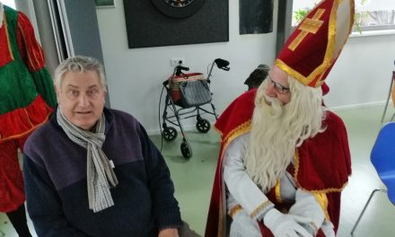 Sinterklaas in 'de Helmer' in de huiskamer