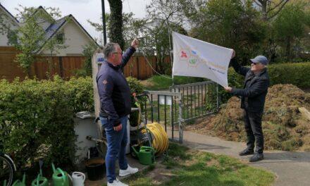 Vlag in top voor de Bijenhoek