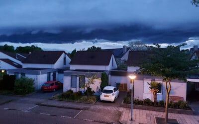 Donkere wolken boven Helmerhoek